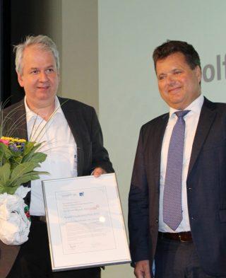 Preisträger Bogner mit Behindertenbeauftragter Dusel