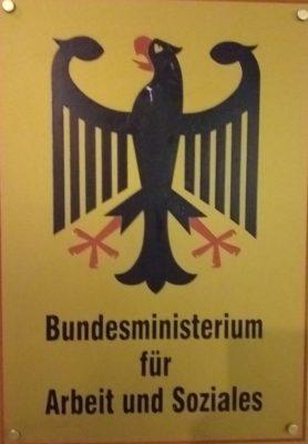 Schild Bundesarbeitsministerium